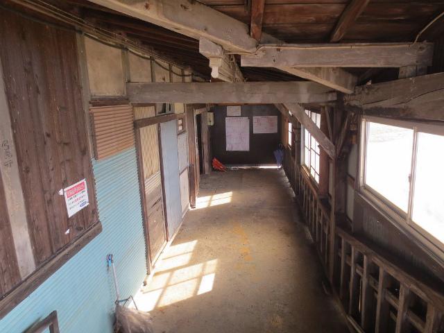 下段 駅舎内部1