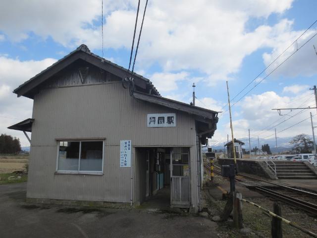 月岡 駅舎