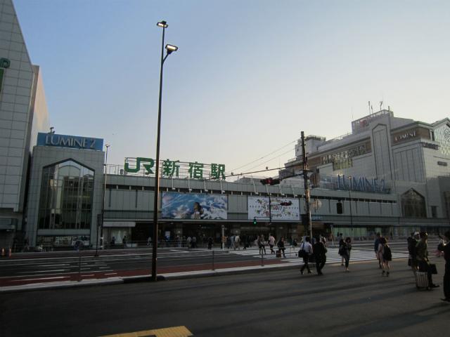 新宿南口jr駅舎
