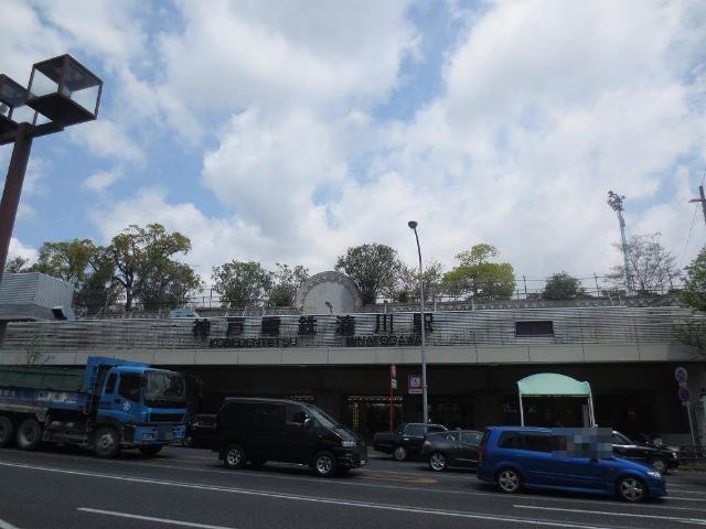 湊川 駅舎