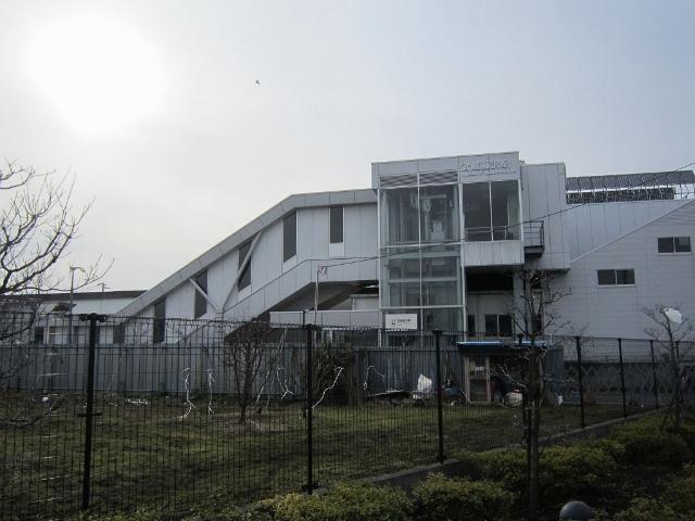 武蔵藤沢東駅舎