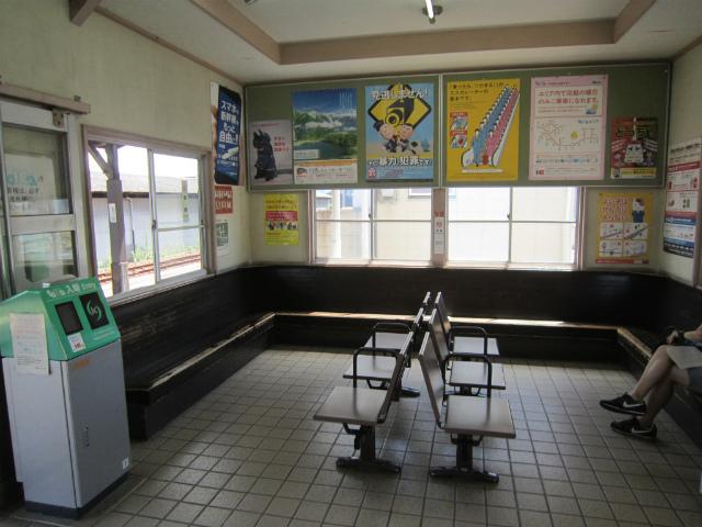 小泉駅舎内部
