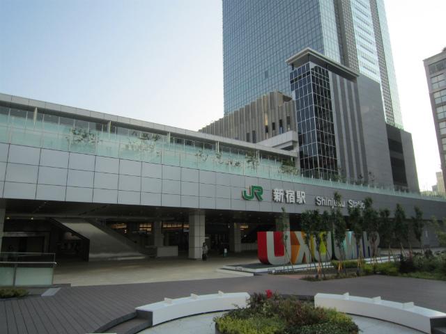 新宿jr新南駅舎