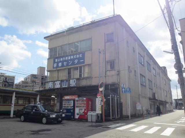南富山 駅舎
