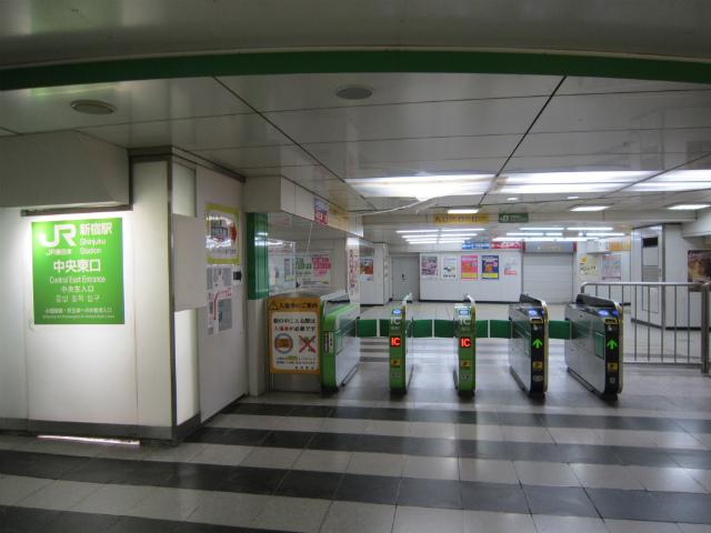 新宿jr中央東口入場側