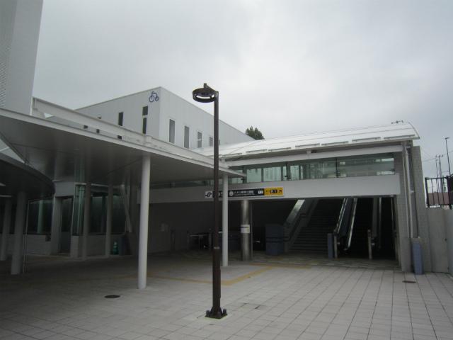八木山駅舎
