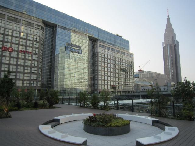 新宿新南口駅前広場