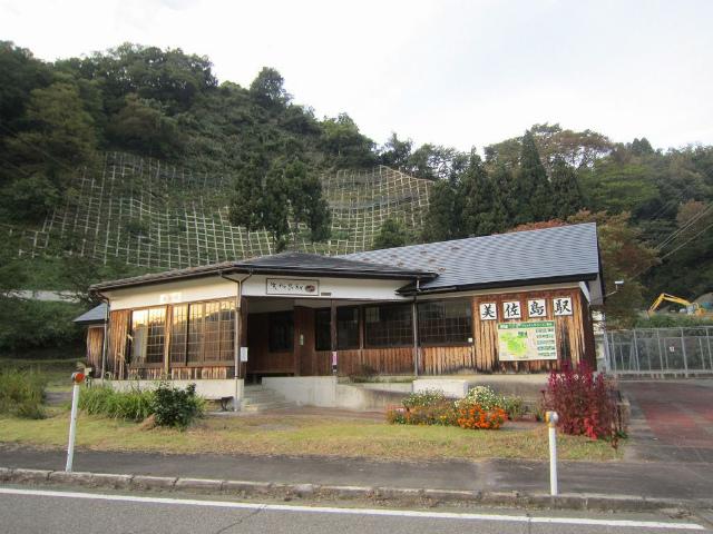美佐島駅舎