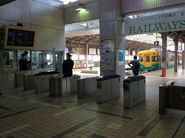 富山地鉄改札