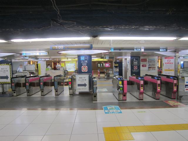 東京丸の内線改札3