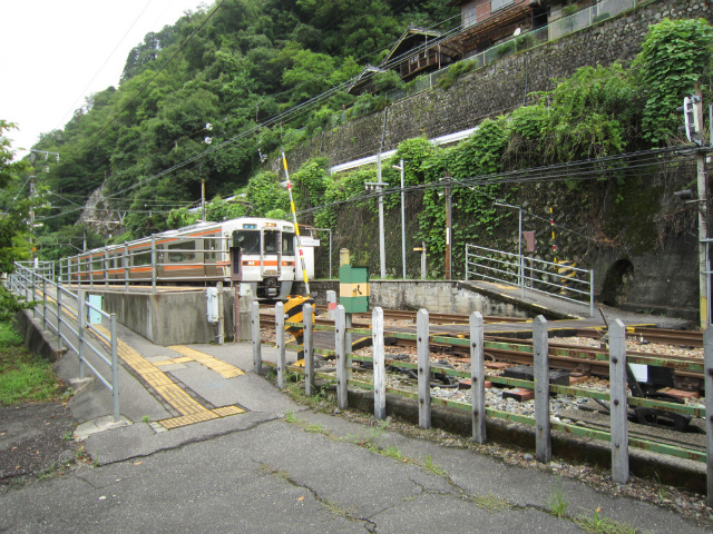 伊那小沢駅入り口