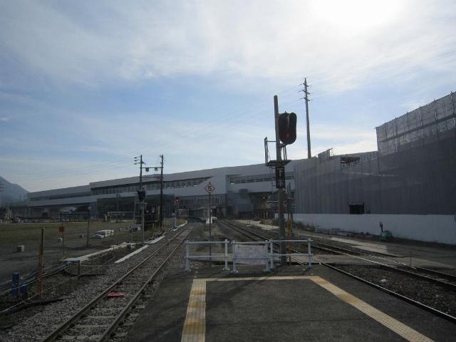 飯山旧ホームから新幹線