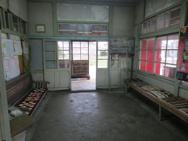 西魚津 駅舎内部