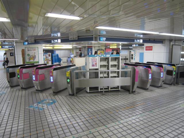 新宿丸ノ内西改札1