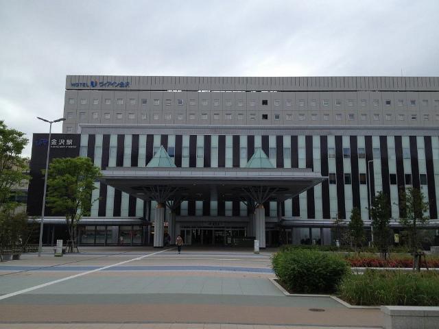金沢西口駅舎