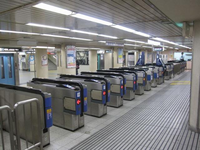 三宮(阪急)東改札
