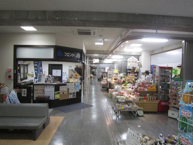 平岡駅舎内部