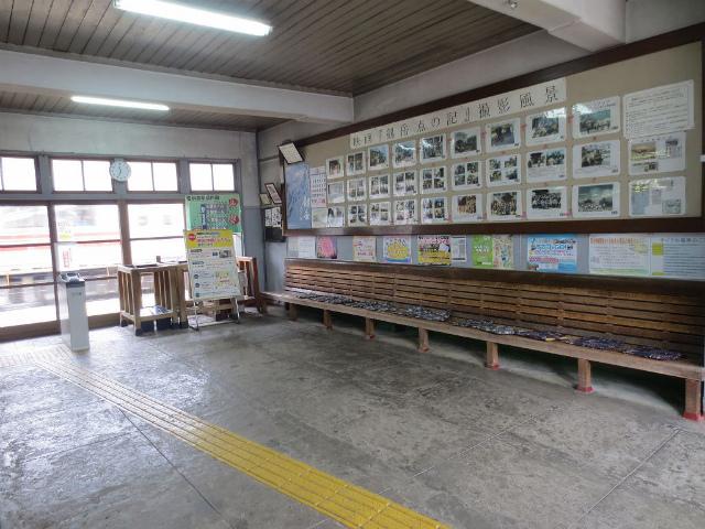 岩峅寺 駅舎内部