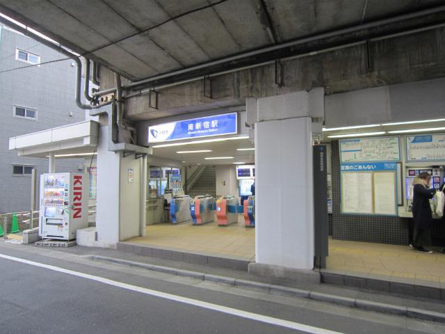 南新宿駅舎