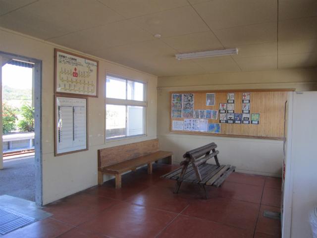 青島駅舎内部