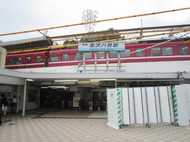 八景京急駅舎