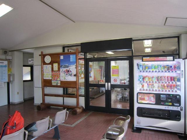 関山駅舎内部
