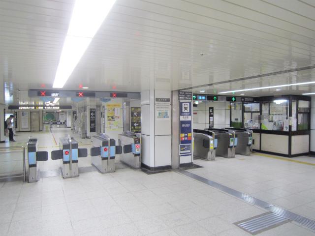 名駅東山中改札北口
