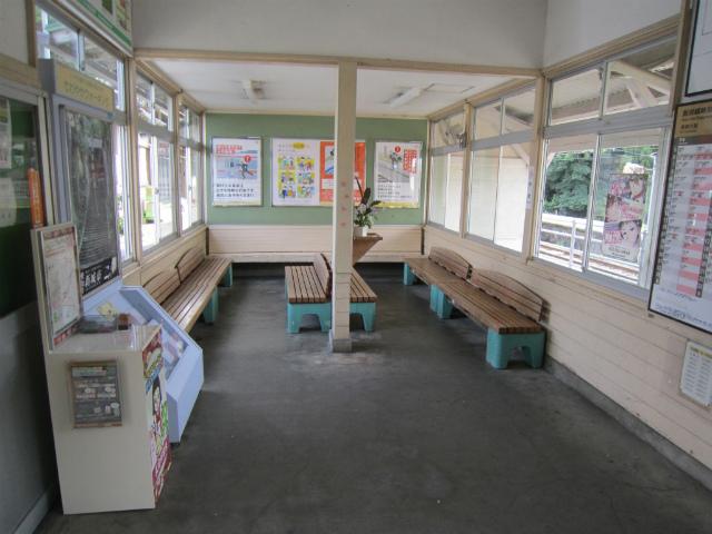本長篠駅舎内部