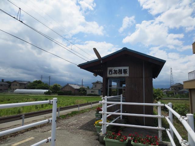 西加積 駅舎