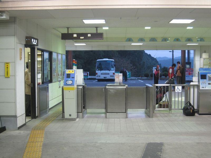 榊原温泉口駅   改札画像.net