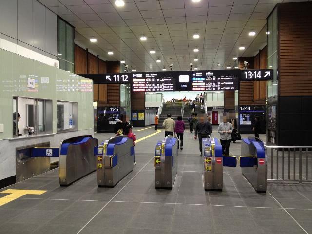 富山新幹線改札