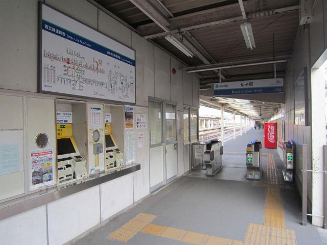 仏子南駅舎内