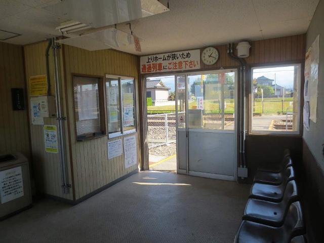 東滑川 駅舎内部