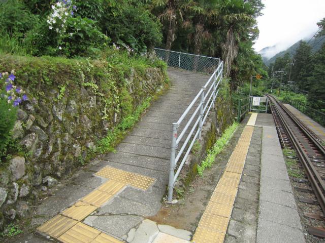 中井侍駅出口