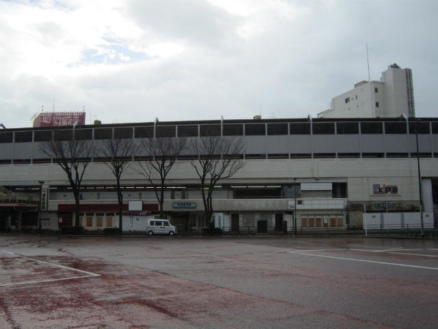 鶴見京急駅舎