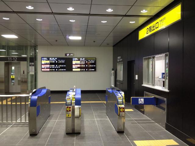 富山新幹線2F改札