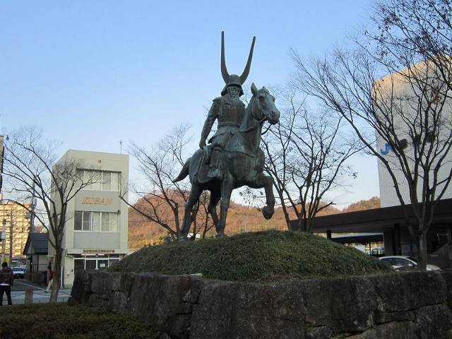 彦根井伊像
