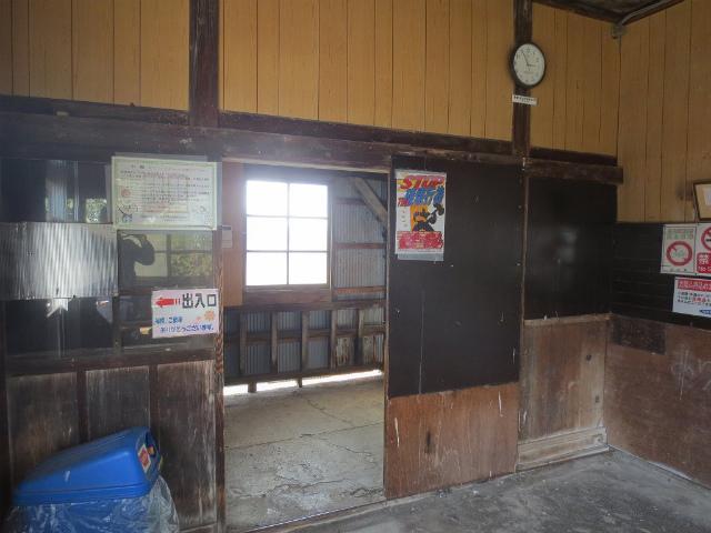 下段 駅舎内部2