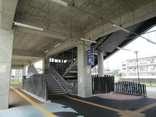 紀和駅舎下階段