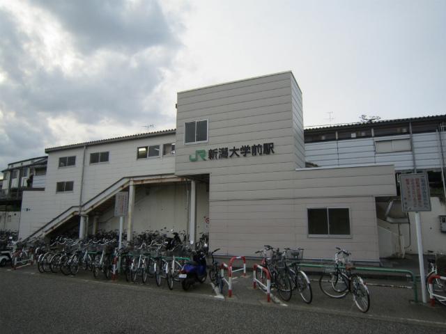 新潟大学前駅舎