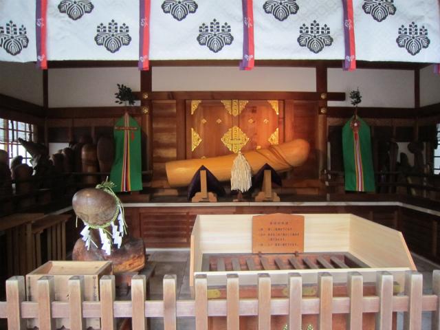 田県神社前御神体