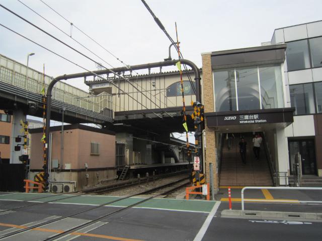 三鷹台駅舎