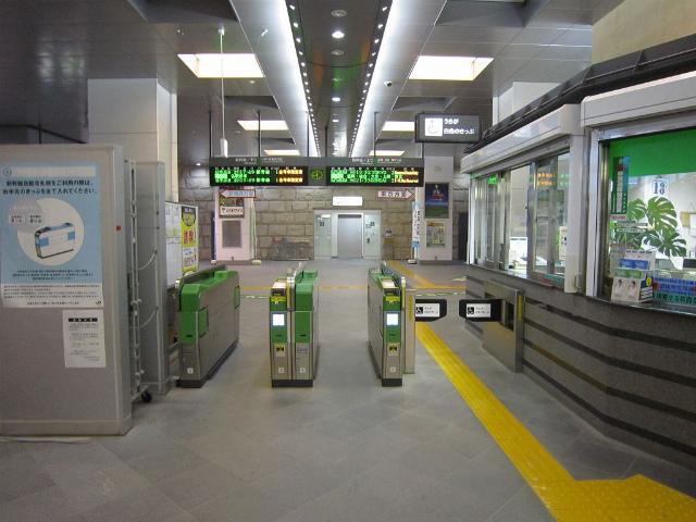 沼宮内新幹線改札