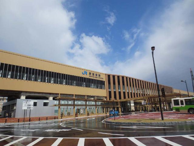 新高岡 駅舎