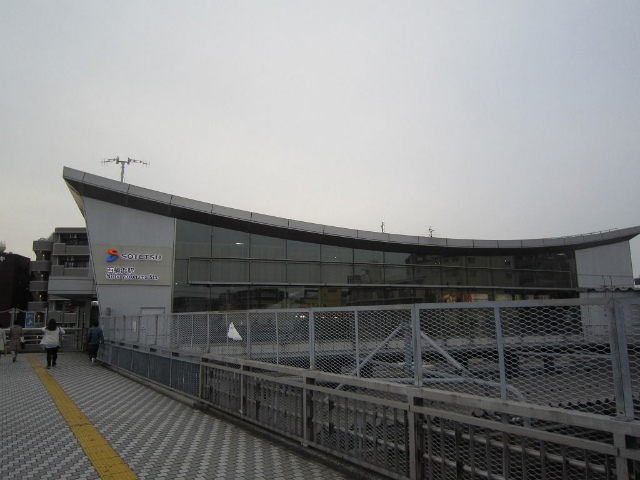 西横浜駅舎正面