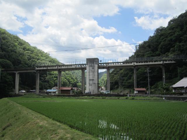宇都井駅舎遠景