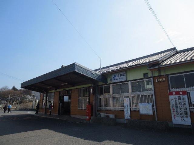 三雲 駅舎