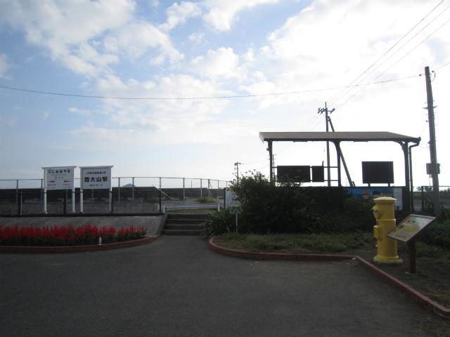 西大山駅舎
