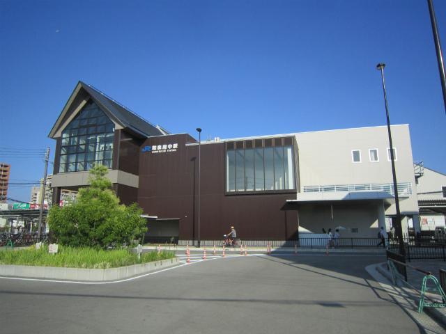 和泉府中西口駅舎