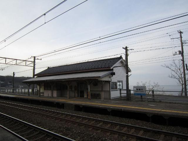 有間川駅舎ホーム